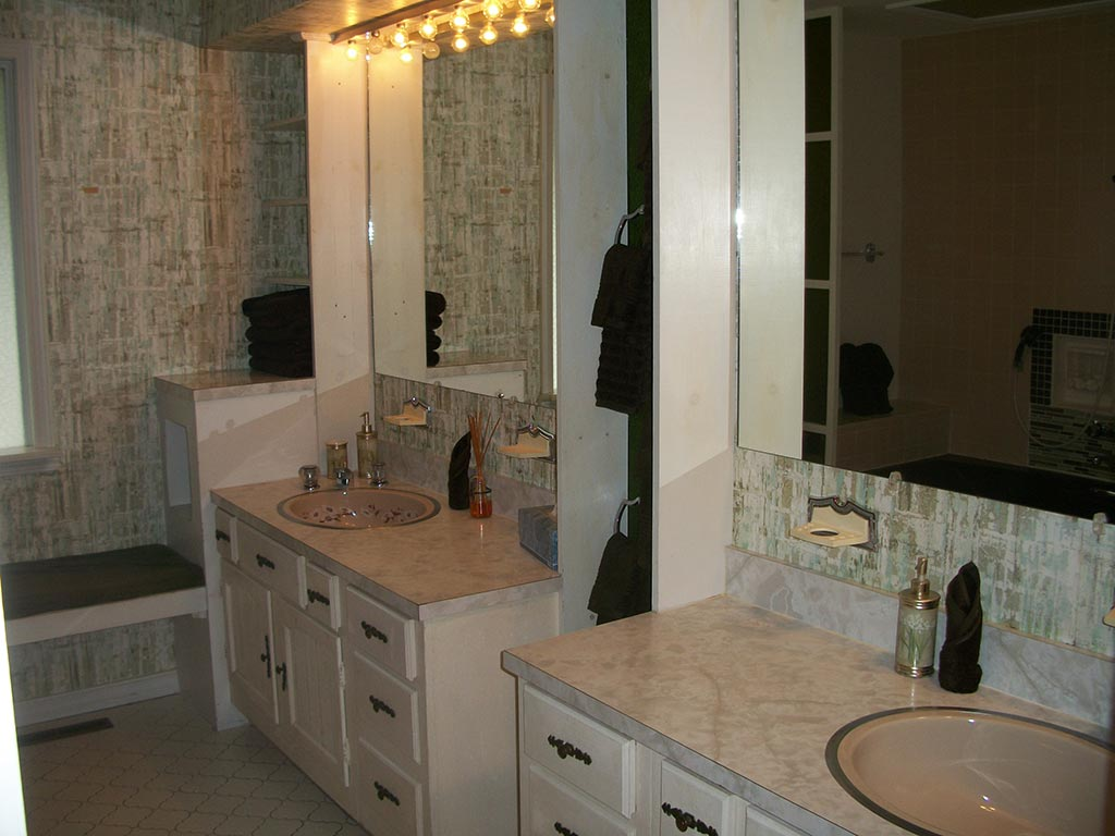 Master Bath on Main Floor (+ 1/2 Bath in entry)