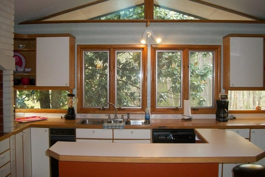 Large Kitchen attached to sun room and decks - Hidden Oasis Retreat