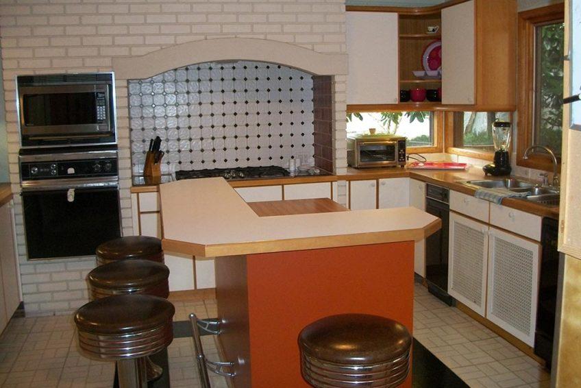 Conversation Areas in Kitchen - Hidden Oasis Retreat