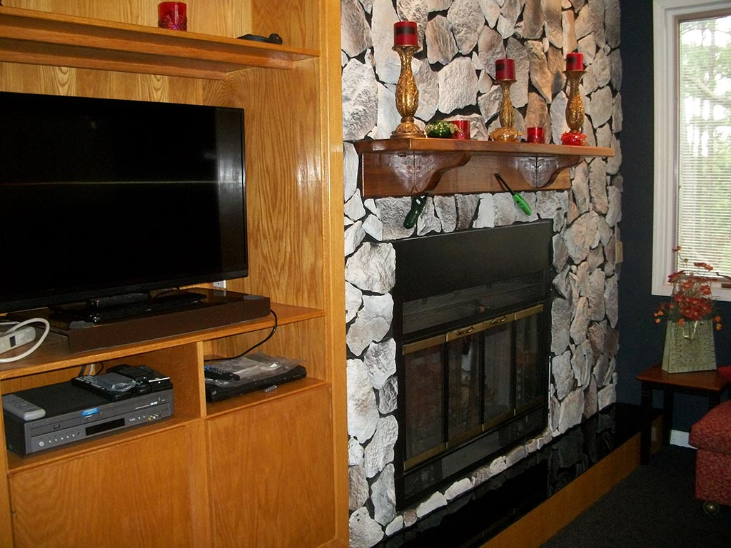 2 large TVs - Cable - DVD - Hidden Oasis Retreat