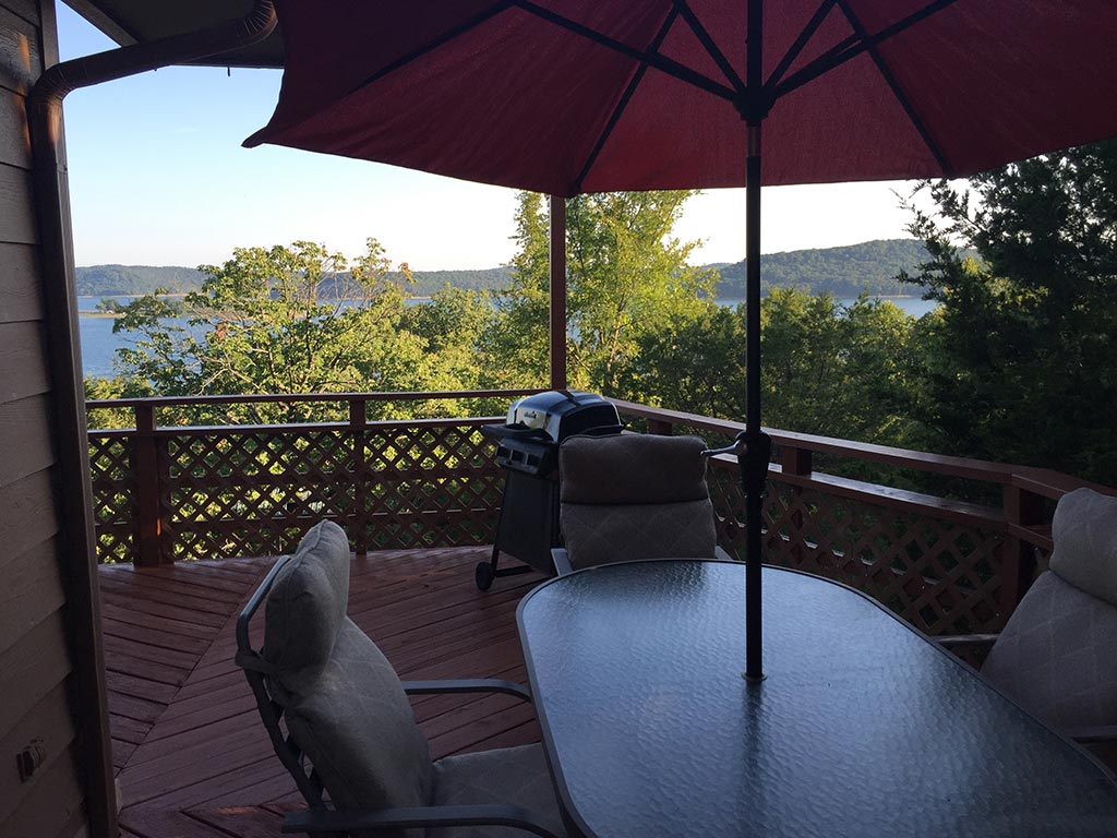 Beaver Lake Retreat Deck & View