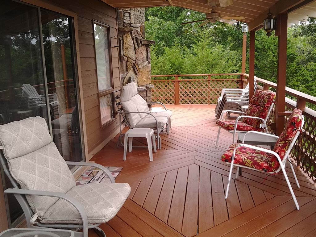 Beaver Lake Retreat Front Deck & Furniture 2
