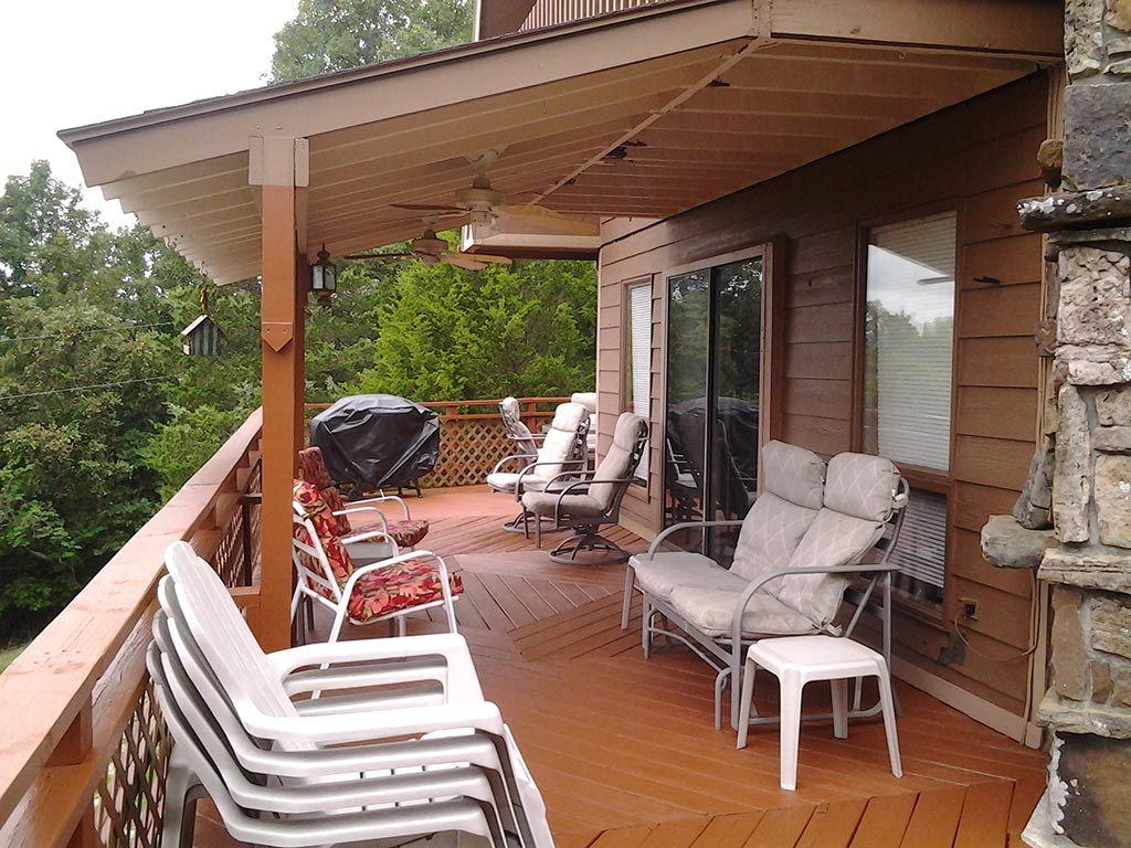 Beaver Lake Retreat Front Deck & Furniture