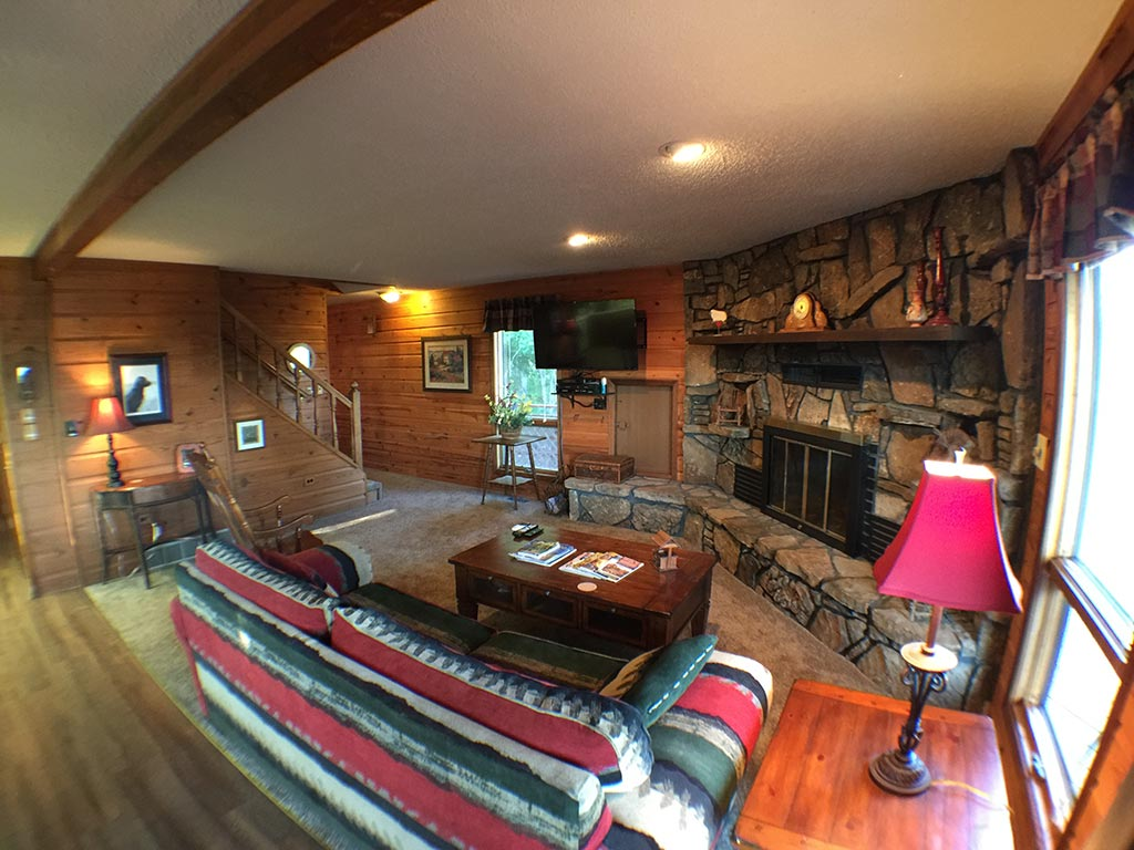 Beaver Lake Retreat Living Room & Fireplace