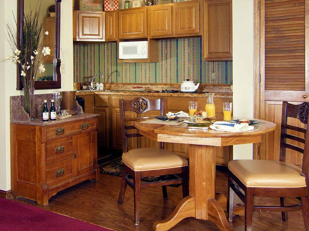 Benton Suite Kitchen Dining Room