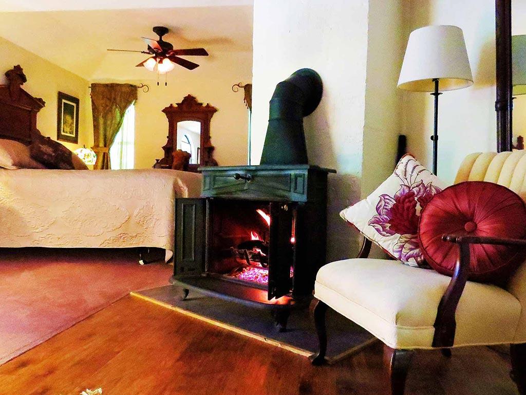 Clifside Suite Cozy Fireplace