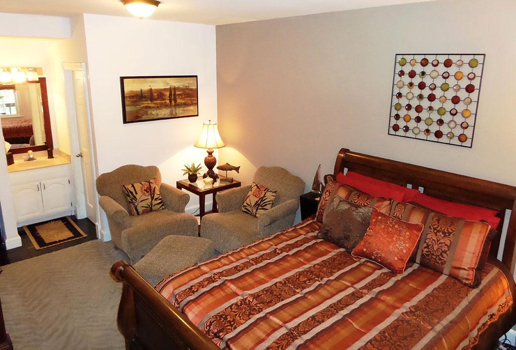 Bella Paradiso Condo 9 - Bed Living Room & Vanity
