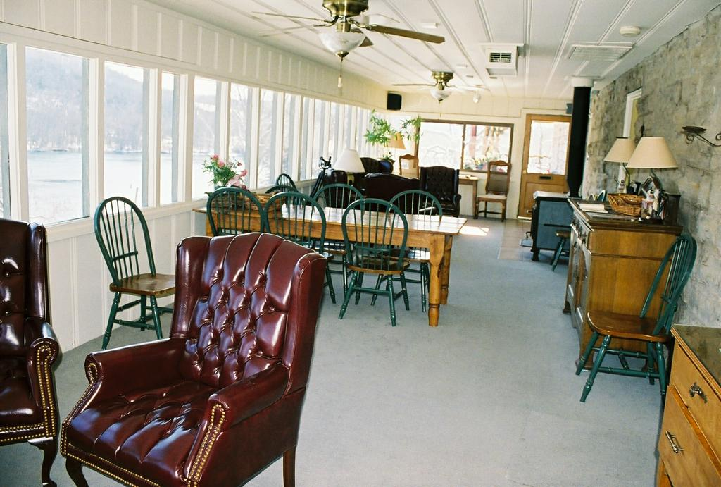 Beaver Town Lodge sun room and dining room