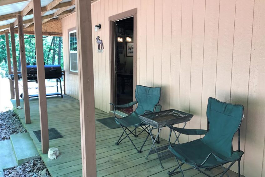 Buck Ridge Cabin Back deck & grill