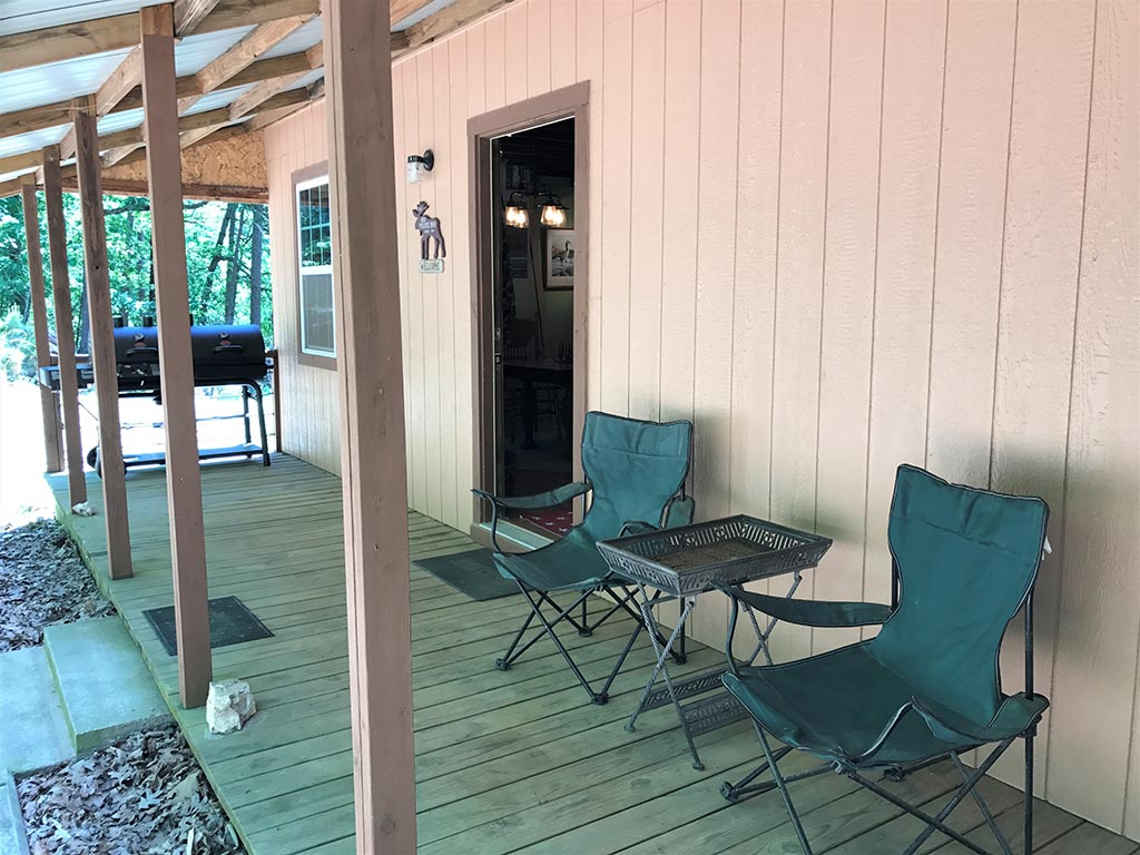 Buck Ridge Cabin Back deck & grill