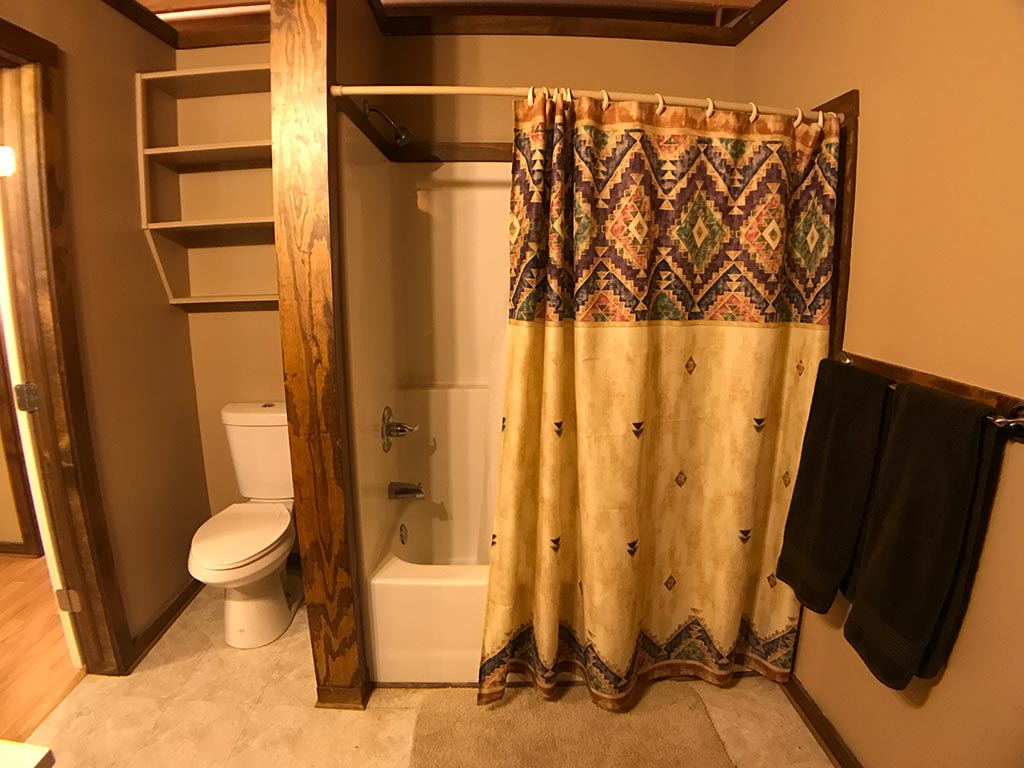 Buck Ridge Cabin Bath Tub Shower