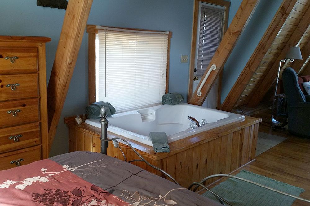 Cabin Kingfisher 2 Jacuzzi tub