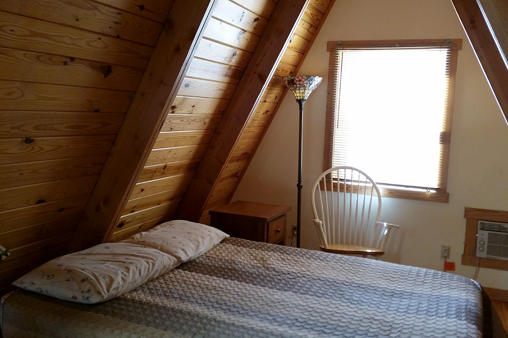 Cabin Kingfisher 2 Loft Bedroom