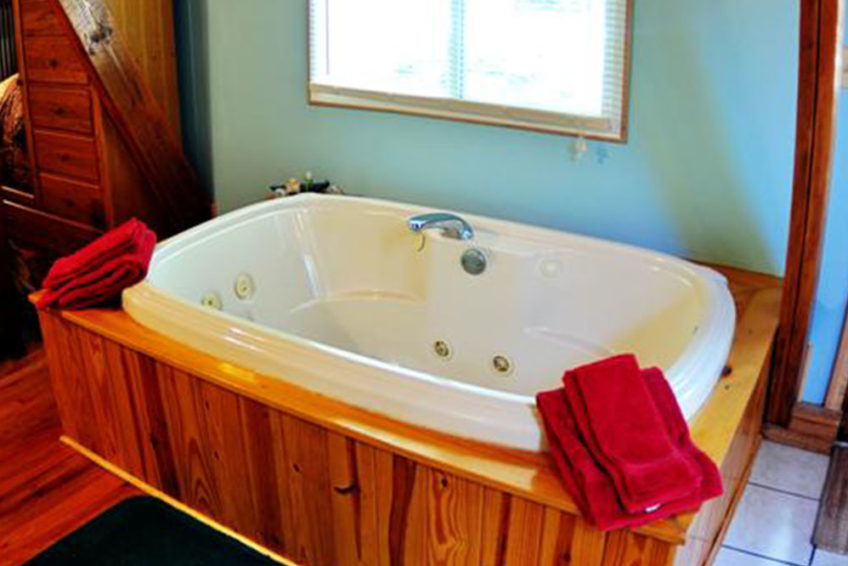 Cabins Kingfisher Jacuzzi Tub