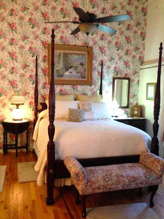 Brownstone Inn Garden Suite Bed