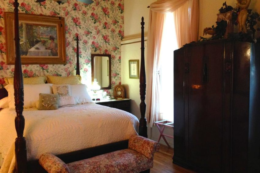 Brownstone Inn Garden Suite Bedroom