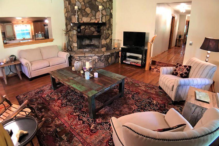 Boulder Rock Lodge Living Room