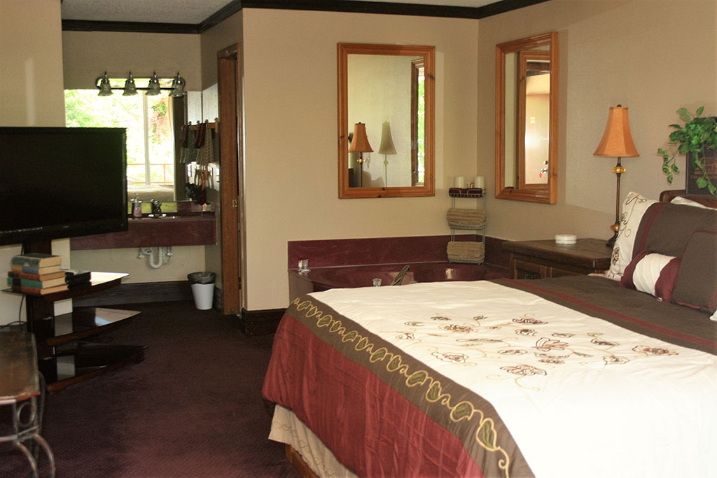 Statue Road Inn King Jacuzzi Rooms