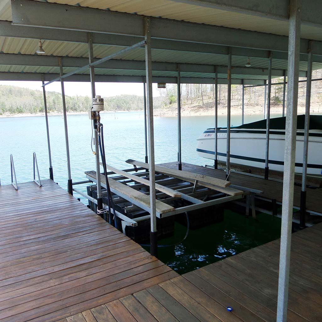 Mill Lake Cottage Rentals: War Eagle Estate Lake House