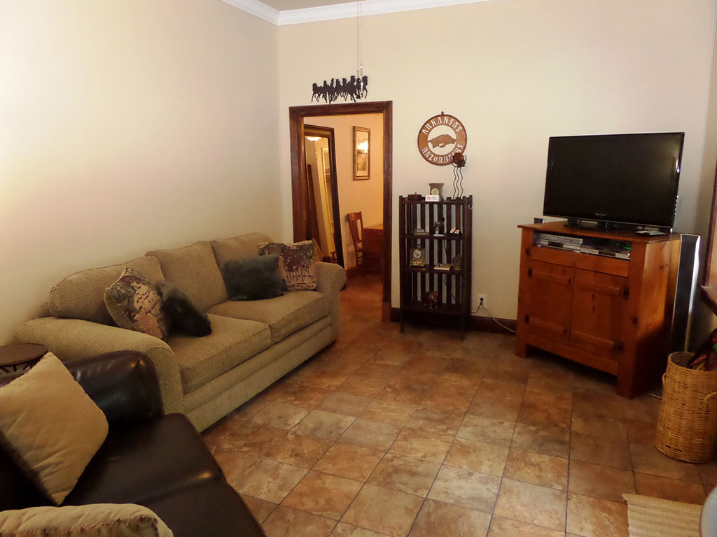Bella Paradiso Condo 1 - Living Room & TV