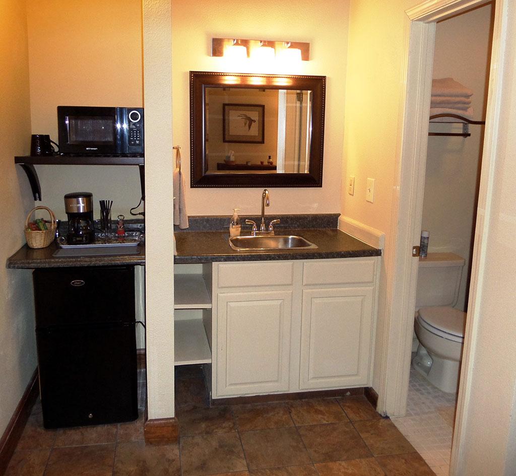 Bella Paradiso Condo 1 - Kitchen & Bathroom