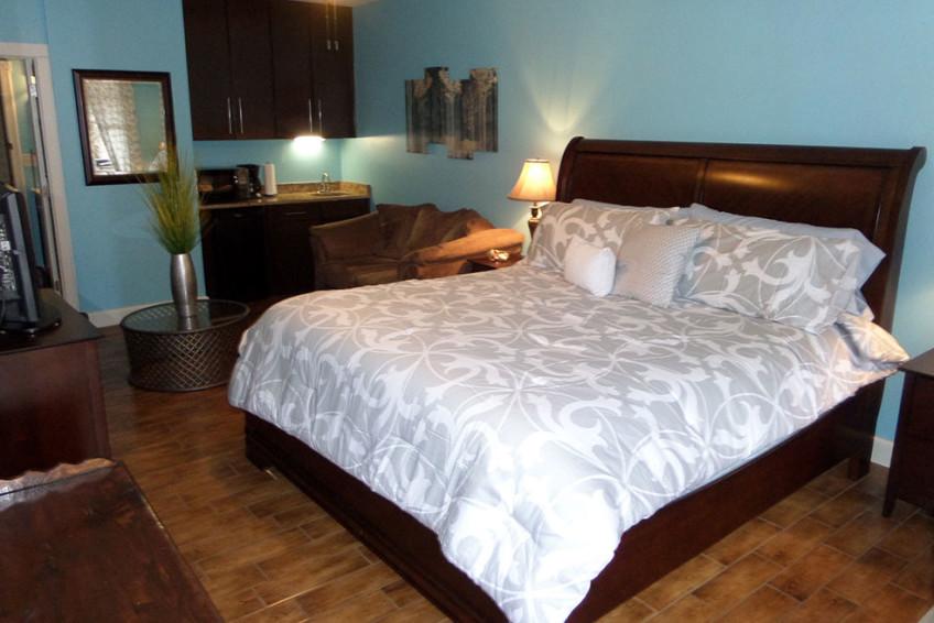 Bella Paradiso Condo 8 - Bed & Kitchenette
