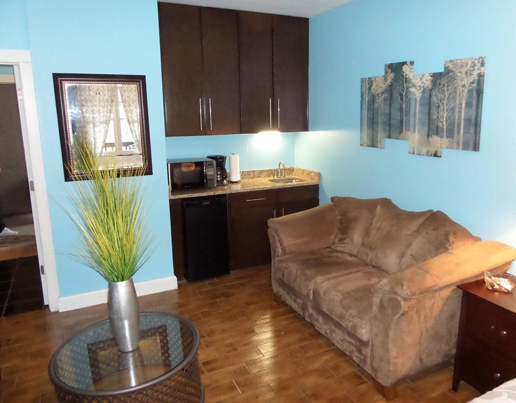 Bella Paradiso Condo 8 - Living Room Kitchenette
