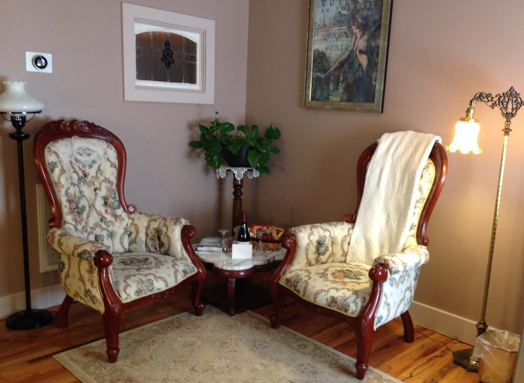 Brownstone Inn Spring Suite Sitting Area