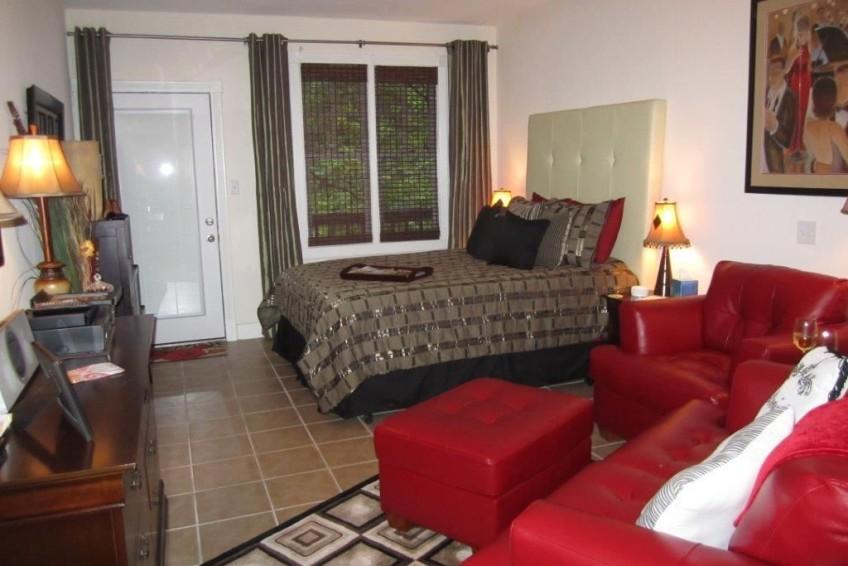 Bella Paradiso Condo 3 - Bed & Living Room