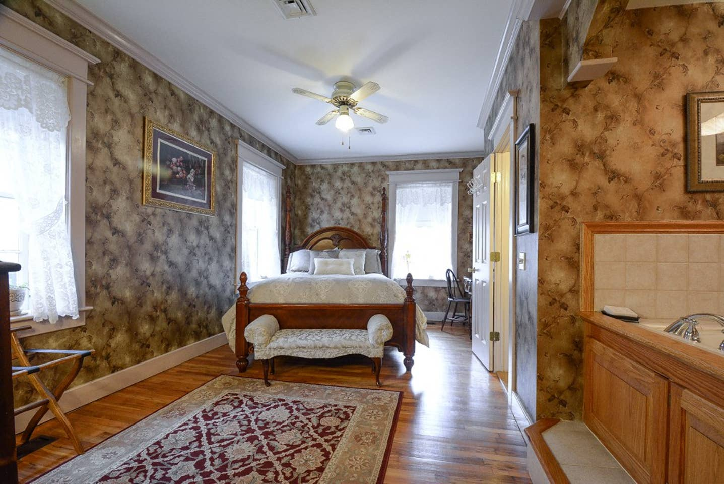 Brownstone Inn Spring Suite