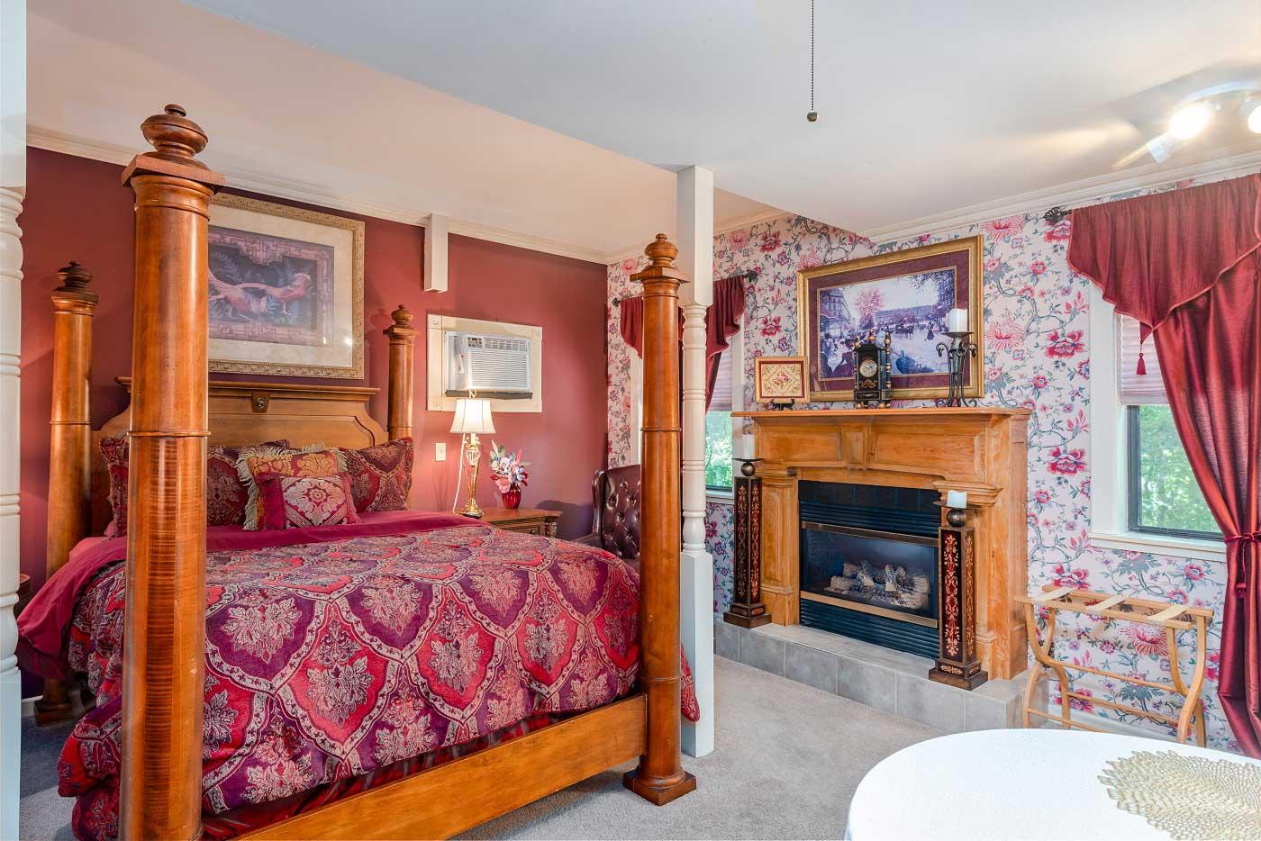 Georgianna Suite Queen Size Bed