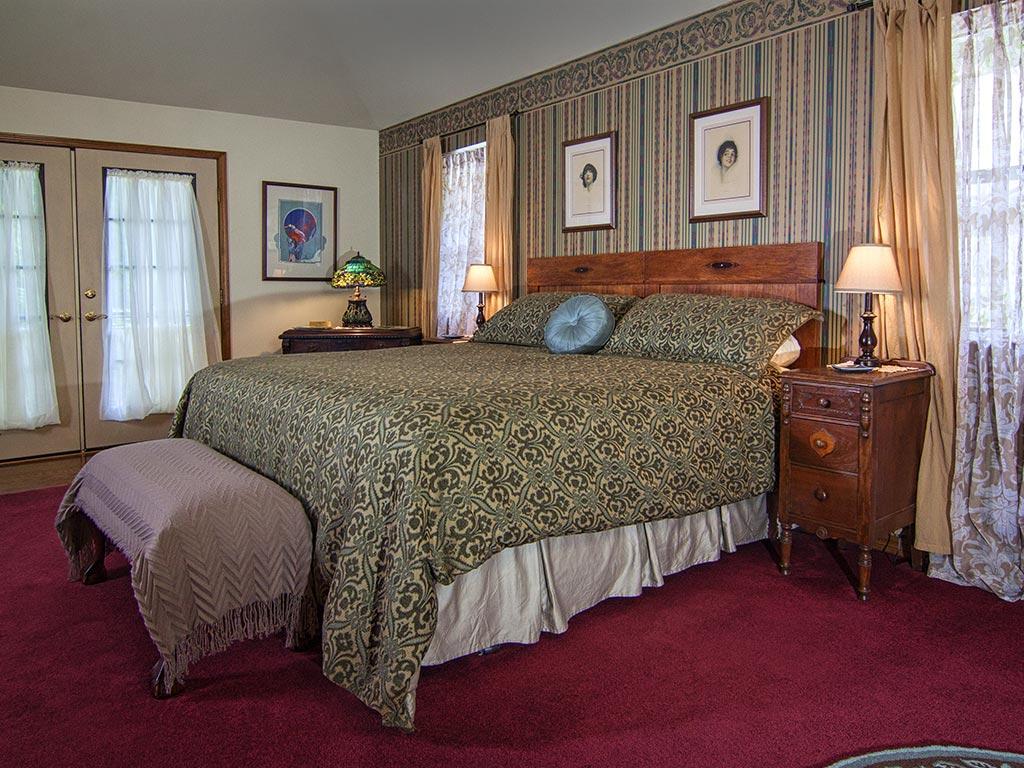 Benton Suite King Bed
