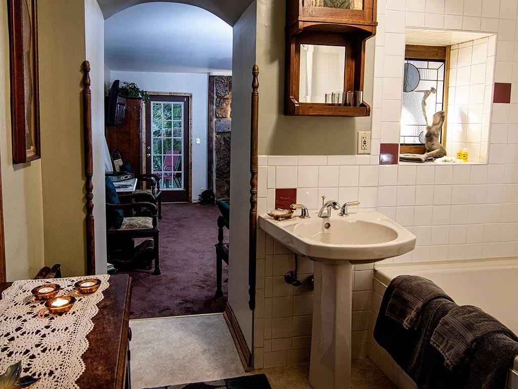 Memories Suite Bathroom