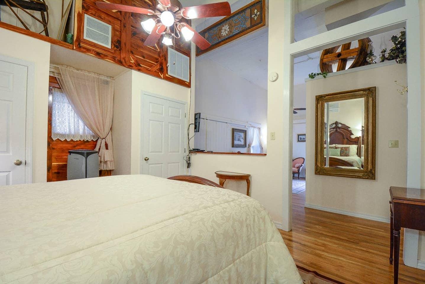 Brownstone Inn Innkeepers Suite