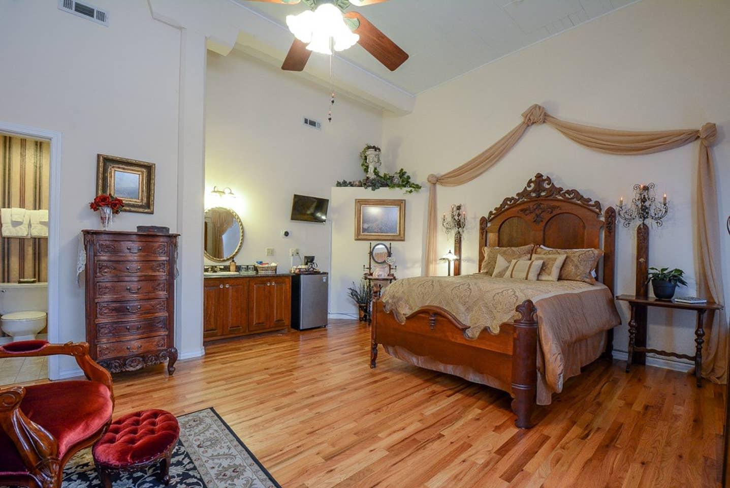 Brownstone Rose Suite