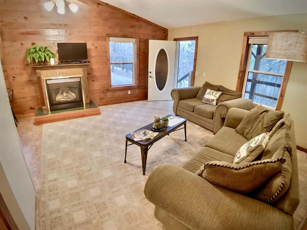 Cedar Creek Cabin #4 Living Room