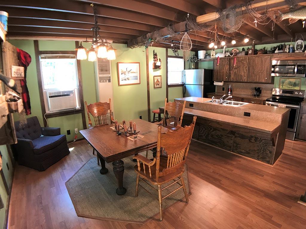 Buck Ridge Cabin Dining and Kitchen