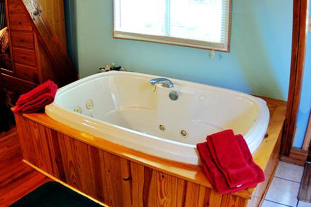 Cabins Kingfisher Jacuzzi Tub