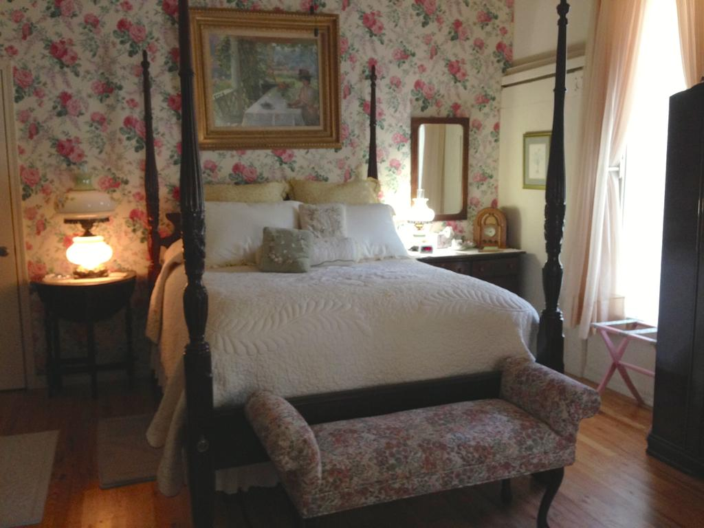 Brownstone Inn Ozarka Garden Suite