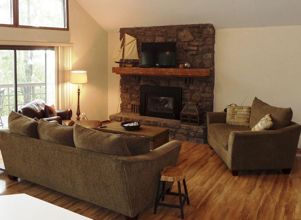 Ridgeview - Living Room & Fireplace