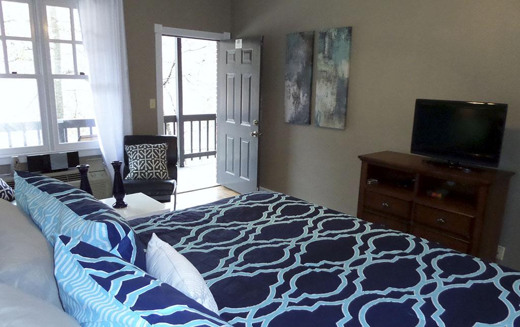 Bella Paradiso Condo 6 - TV Living Room & Bed